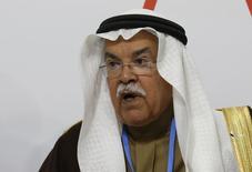 """El ministro de Petróleo de Arabia Saudita, Ali al-Naimi, asiste a una conferencia sobre clima en Le Bourget en Francia. 8 de diciembre de 2015. Naimi dijo el domingo que tomaría """"algún tiempo"""" restaurar la estabilidad del mercado global del crudo, aunque seguía siendo optimista en relación al futuro. REUTERS/Jacky Naegelen"""