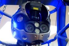 Cuatro de cada diez jóvenes cree que las máquinas serán capaces de hacer sus trabajos dentro de una década, según una encuesta internacional publicada el lunes. En la imagen de archivo, la cabeza de un robot en un congreso de científicos en Hamburgo, Alemania. REUTERS/Fabian Bimmer/Files
