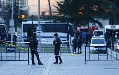 Policiais turcos vistos em Istambul.    12/01/2016    REUTERS/Osman Orsal
