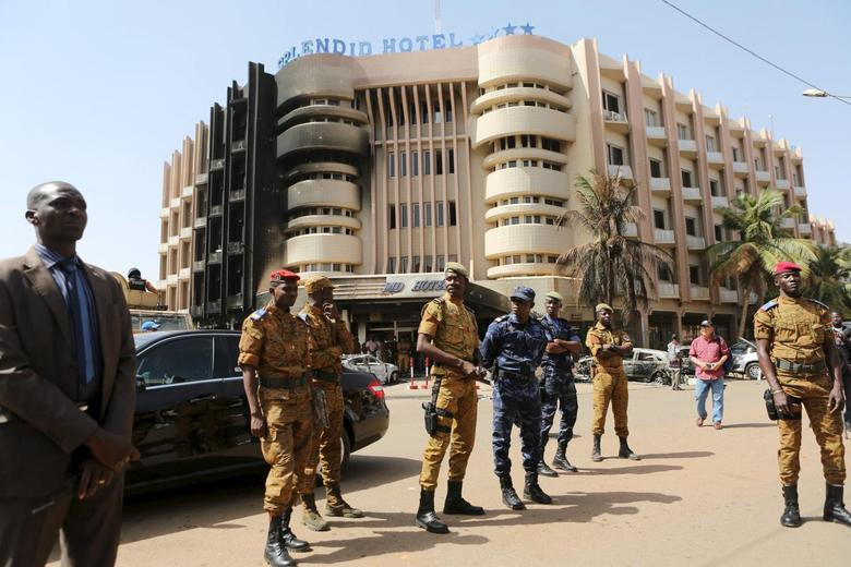 Soldiers stand guard in front of the Splendid Hotel after an attack on the hotel and a restaurant in Ouagadougou, Burkina Faso, January 18, 2016. REUTERS/Joe Penney