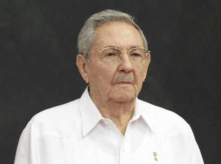 Cuba's President Raul Castro attends an official welcoming ceremony for him, at the Yucatan State Government Palace in Merida, Mexico November 6, 2015. REUTERS/Henry Romero