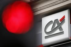 Crédit agricole SA (CASA) envisage une réorganisation de la structure du groupe mutualiste dans laquelle la participation qu'il détient dans les caisses régionales serait transférée à ces dernières. /Photo prise le 4 août 2015/REUTERS/Stéphane Mahé
