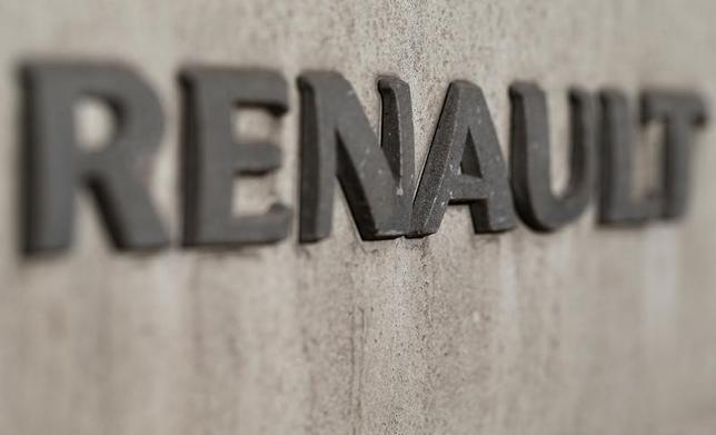 1月19日、フランスのロワイヤル・エネルギー相は、仏自動車メーカー、ルノーが1万5000台超をリコールすると明らかにした。写真はパリで18日撮影(2016年 ロイター/Christian Hartmann)