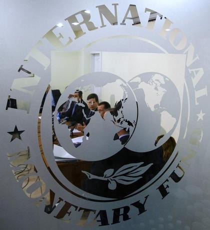 1月19日、国際通貨基金(IMF)は、世界経済見通しを公表し、2016年の世界成長率予想を昨年10月時点の3.6%から3.4%に引き下げた。写真はIMFのロゴ。2009年3月撮影(2015年 ロイター/Bogdan Cristel)