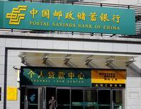 Отделение Почтового сберегательного банка Китая. 23 апреля 2015 года. Почтовый сберегательный банк Китая (PSBC) пригласил банки принять участие в его гонконгском IPO объемом до $15 миллиардов, которое имеет шансы стать крупнейшим листингом года, сказал Рейтер источник, знакомый с ситуацией. REUTERS/Kim Kyung-Hoon