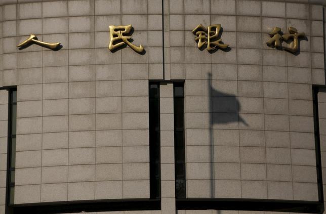 1月19日、中国人民銀行は、2月上旬の春節(旧正月)の連休前に見込まれる資金不足に対応するため、銀行システムに6000億元超を供給する方針を明らかにした。写真は北京の本店(2016年 ロイター/Kim Kyung-Hoon)