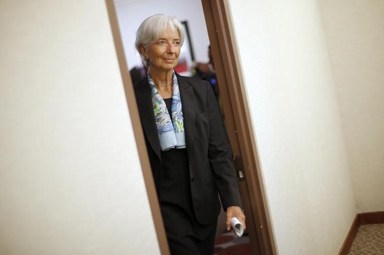International Monetary Fund (IMF) Managing Director Christine Lagarde returns to her office after an interview at IMF headquarters in Washington July 1, 2015.  REUTERS/Jonathan Ernst