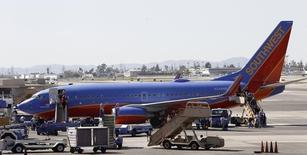 Southwest Airlines a fait état d'une commande de 33 Boeing 737-800, dans le cadre d'un contrat signé en décembre et United Airlines a annoncé son intention d'acheter 40 Boeing 737-700. Cela constitue un coup dur pour le groupe canadien Bombardier, avide de placer son CSeries auprès d'une compagnie aérienne de renom. /Photo d'archives/REUTERS/Mario Anzuoni