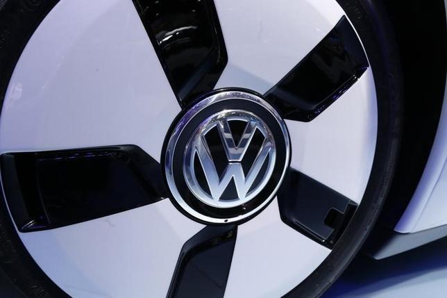 1月21日、ドイツ自動車大手フォルクスワーゲン(VW)は21日、排ガス不正をめぐり、欧州で米国と同様の金銭補償を行なう考えはないと表明した。2014年10月撮影(2016年 ロイター/Jacky Naegelen)