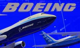 Boeing réduira à partir de sepetmbre la cadence de production de son programme 747-8 afin de s'adapter à la demande à court terme du marché du transport de fret. La production sera ramenée à un avion tous les deux mois, contre un objectif d'un avion par mois en mars. Le quadrimoteur n'est utilisé pratiquement plus que comme avion cargo. /Photo d'archives/REUTERS/Bobby Yip