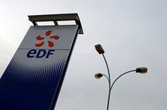 Vsta general de una estación de EDF en Porcheville, Francia, el 18 de enero de 2016. El grupo de energía francés EDF, controlado por el Estado, dijo el jueves que planea realizar hasta 4.200 recortes de empleos en Francia al 2018 y 6.000 puestos de trabajo en todo el mundo al 2019, sobre todo en su filial británica EDF Energy, dijo el viernes el diario francés Les Echos. REUTERS/Jacky Naegelen