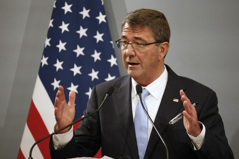 U.S. Defense Secretary Ash Carter attends a news conference at the French Defence Ministry in Paris, France, January 20, 2016.   REUTERS/Charles Platiau