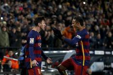 Neymar e Messi comemorando gol em partida contra o Espanyol.   06/01/2016    REUTERS/Albert Gea