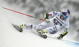 File photo of Vonn of the U.S. clearing a gate in the first run of the women's Alpine Skiing World Cup giant slalom race in Flachau, Austria January 17, 2016.     REUTERS/Dominic Ebenbichler