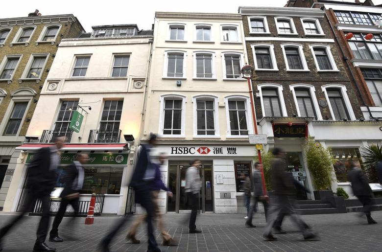People walk past a branch of HSBC in Chinatown in central London, Britain, in this June 9, 2015 file photo. REUTERS/Toby Melville/Files