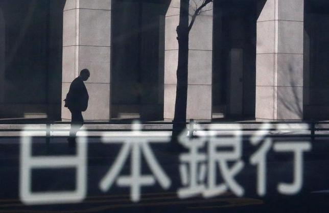 1月25日、日銀内で世界的な株安や原油安を受け、インフレ期待に下押し圧力がかかるリスクについて注目度が高まっている。写真は日銀、2014年1月撮影(2016年 ロイター/Yuya Shino)