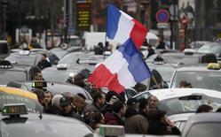 Protesto de taxistas franceses bloqueia o tráfego em Paris. 26/01/2016 REUTERS/Charles Platiau