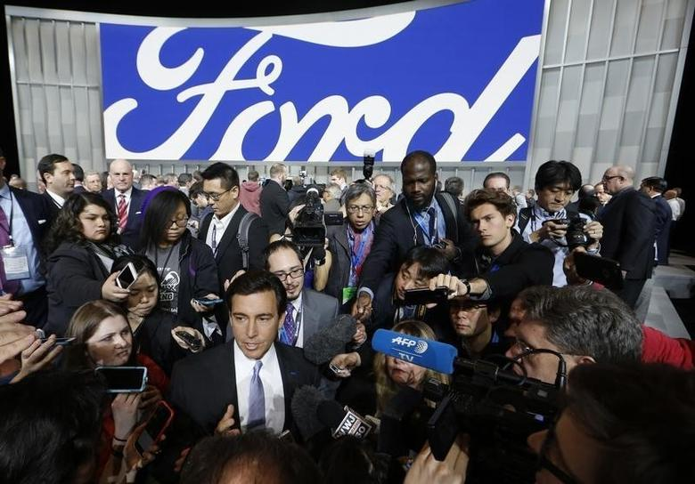 Mark Fields, President and CEO of Ford, speaks with journalists at the North American International Auto Show in Detroit, January 11, 2016.   REUTERS/Mark Blinch