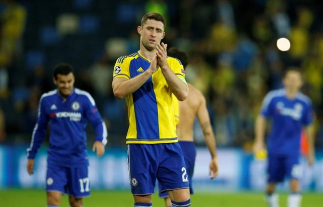 Football Soccer - Maccabi Tel Aviv v Chelsea - UEFA Champions League Group Stage - Group G - Sammy Ofer Stadium, Haifa, Israel - 24/11/15Chelsea's Gary Cahill applauds the fans after the matchAction Images via Reuters / John SibleyLivepicEDITORIAL USE ONLY. - RTX1VOUY