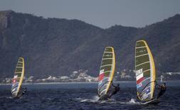 Competidores da classe RS-X durante evento-teste para os Jogos Olímpicos do Rio de Janeiro. 15/08/2015 REUTERS/Ricardo Moraes