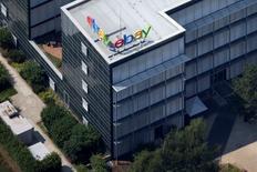 EBay affiche un chiffre d'affaires de 2,32 milliards de dollars au quatrième trimestre, stable par rapport à la même période de l'an dernier et conforme aux attentes des analystes. /Photo d'archives/REUTERS/Axel Schmidt