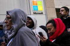 Shoppers stand in line to wait for the grand opening of a flagship Microsoft Corp. retail store in New York, October 26, 2015. REUTERS/Lucas Jackson