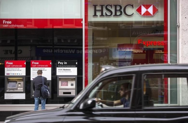 A taxi drives past a branch of the HSBC bank in central London, Britain June 09, 2015.  REUTERS/Neil Hall - RTX1FT46