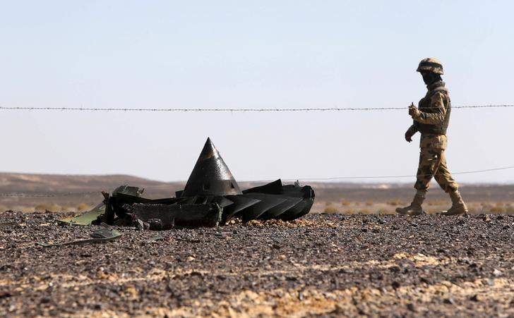 An Egyptian army soldier stands guard near debris from a Russian airliner which crashed at the Hassana area in Arish city, north Egypt, November 1, 2015. REUTERS/Mohamed Abd El Ghany