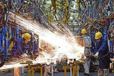 L'activité dans le secteur manufacturier s'est contractée en janvier pour le sixième mois d'affilée, selon l'indice officiel des directeurs d'achats du secteur (PMI). Il s'est établi à 49,4 en janvier contre 49,7 en décembre. /Photo d'archives/REUTERS