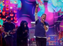 """Chris Martin  of Coldplay sings """"Adventure of a Lifetime"""" during the 2015 American Music Awards in Los Angeles, California November 22, 2015.  REUTERS/Mario Anzuoni"""