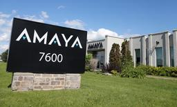 Le groupe canadien Amaya, opérateur du site de poker PokerStars, a reçu une proposition de rachat de son PDG David Baazov, qui détient déjà près de 20% du capital de l'entreprise. Ce dernier propose 21 dollars canadiens par action ou 2,8 milliards (1,8 milliard d'euros) au total pour reprendre la firme basée à Montréal. /Photo prise le 2 juin 2015/REUTERS/Christinne Muschi