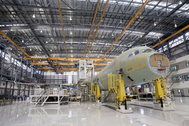 2月1日、1月の米ISM製造業景気指数は48.2と、4カ月連続で節目の50を下回った。写真は米アラバマ州のエアバス工場。昨年9月撮影。(2016年 ロイター/ Michael Spooneybarger)