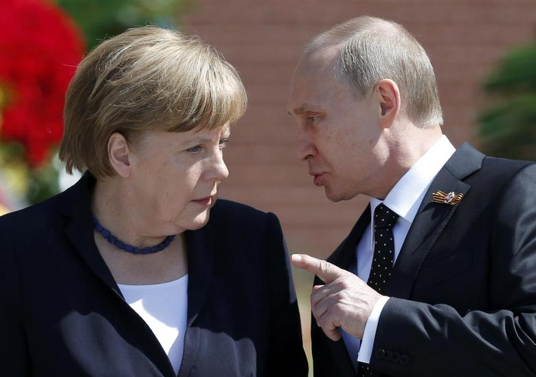 File photo of Russian President Vladimir Putin speaking with German Chancellor Angela Merkel at the Tomb of the Unknown Soldier by the Kremlin walls in Moscow, Russia, May 10, 2015. REUTERS/Maxim Shemetov/Files