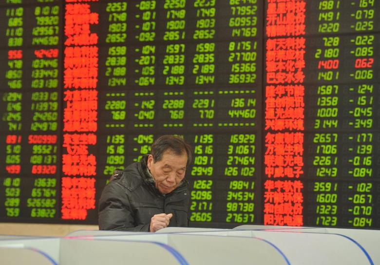 An investor looks at a computer screen showing stock information at a brokerage house in Fuyang, Anhui province, January 28, 2016.  REUTERS/China Daily