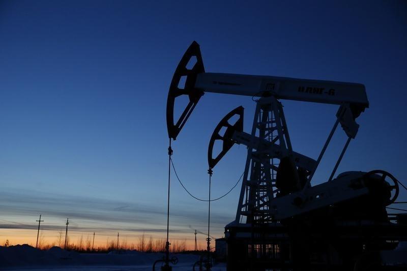 U.S. oil falls on China economic woes, rising OPEC supply