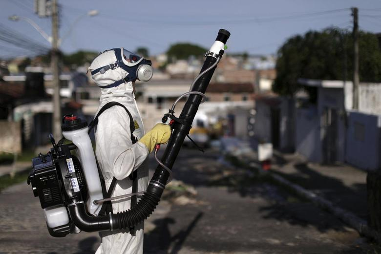 A municipal worker sprays insecticide at the neighborhood of Afogados in Recife, Brazil, February 2, 2016. REUTERS/Ueslei Marcelino