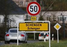 Placa de rua marca início do pequeno vilarejo de Schengen, em Luxemburgo, onde foi assinado o chamado Acordo de Schengen em 1985. 27/01/2016 REUTERS/Wolfgang Rattay