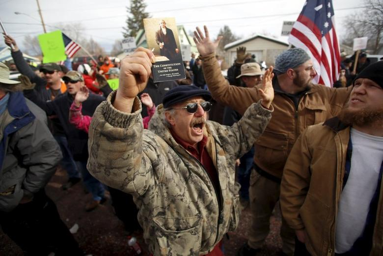 A pro-militia supporter holds a constitution while chanting ''Hands up. Don't Shoot'' during a protest outside the Harney County Courthouse in Burns, Oregon February 1, 2016. REUTERS/Jim Urquhart