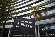 Logo da IBM é visto nos escritórios da empresa em Petah Tikva, Israel. 24 de outubro de 2011. REUTERS/Nir Elias/Files