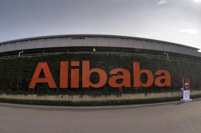 2月4日、中国アリババ・グループのオンラインショッピングモール「淘宝網」の2000万以上のアクティブユーザーの口座にハッカーが侵入しようとした。浙江省杭州の本社で昨年10月撮影(2016年 ロイター)