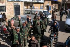 """Войска, лояльные президенту Сирии Башару Асаду, после освобождения городов Нубул и Зара. Сирийские правительственные силы и союзные им группировки захватили город Атман недалеко от южного города Даръа в пятницу, сообщил телеканал """"Хезболлы"""" Аль-Манар и сирийская мониторинговая группа, что стало продолжением успешных наступлений армии в провинции на прошлой неделе.REUTERS/SANA"""