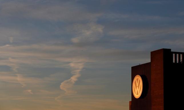2月5日、独VWは2015年の決算発表と株主総会を延期すると明らかにした。写真はドイツの同社工場。昨年12月撮影。(2016年 ロイター/Carl Recine)