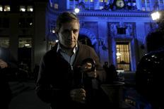 Argentina ofreció el viernes pagar a los bonistas que han demandado al país por impago en Estados Unidos alrededor del 75 por ciento de los 9.000 millones de dólares que les reconoció una corte del país norteamericano, una propuesta que ya fue aceptada por dos de los seis grupos principales de acreedores. En la imagen se ve al secretario de Finanzas argentino, Luis Caputo, saliendo del encuentro con los mediadores y representantes de los acreedores en Estados Unidos el 5 de febrero de 2016. REUTERS/Brendan McDermid