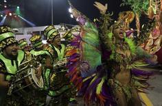Foto del domingo de la escola de samba Mocidade Alegre en el  carnaval en Sao Paulo. Feb 7, 2016. Millones de brasileños inundaron las calles el fin de semana para celebrar el Carnaval, uno de los eventos más esperados del año en el país, pese a que se declaró un alerta sanitaria provocada por el virus de Zika. REUTERS/Paulo Whitaker