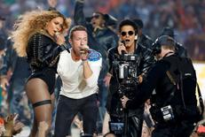 Beyonce (L), Chris Martin (C) and Bruno Mars perform during the half-time show at the NFL's Super Bowl 50 between the Carolina Panthers and the Denver Broncos in Santa Clara, California February 7, 2016.       REUTERS/Lucy Nicholson