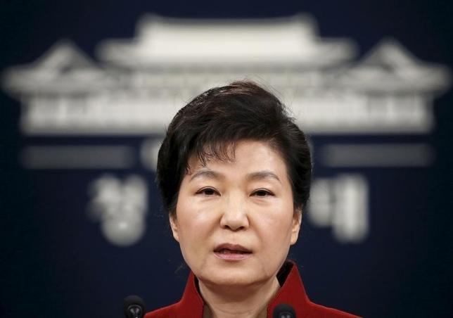 2月9日、韓国の朴槿恵大統領は、オバマ米大統領、および安倍晋三首相と電話会談を行い、北朝鮮に対し、国連安全保障理事会での制裁決議の採択に向けて取り組むことで合意した。写真はソウル青瓦台で演説する朴大統領。1月撮影(2016年 ロイター/Kim Hong-Ji)