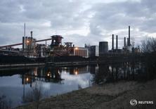 Фабрика сталелитейного предприятия Salzgitter AG в Зальцгиттере. Промышленное производство в Германии неожиданно снизилось в декабре наряду с экспортом и импортом, показали данные во вторник, свидетельствуя о том, что крупнейшая экономика Европы завершила 2015 год на пессимистичной ноте.REUTERS/Christian Charisius