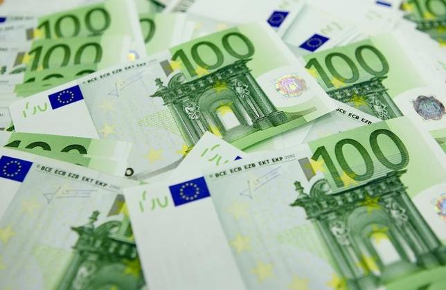 2月9日、欧州の大手銀行株に対する売りの動きは、2008年に金融危機が始まった時点よりも激しくなっている。年初来で欧州銀の時価総額は25%近く、金額にして2400億ドル超が失われた。写真はブダペストで2011年11月撮影(2016年 ロイター/Laszlo Balogh)