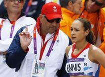 Atleta Jessica Ennis, com o técnico Toni Minichiello nos Jogos de Londres  3/8/2012 REUTERS/Phil Noble