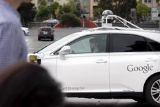 Journalists take a test drive in a self-driving Lexus SUV during a media preview of Google's prototype autonomous vehicles in Moutain View, California September 29, 2015.  REUTERS/Elijah Nouvelage